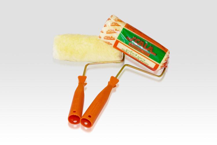 """แปรงลูกกลิ้งทาสีขนาด 7"""" SCALA แปรงลูกกลิ้งทาสีขนาด 7"""" ตรา SCALA ตัวด้ามจับทำจากพลาสติกสีส้มคุณภาพดี ตัวผ้ามีสีเหลืองครีมทำจากเส้นใยอะคริลิคคุณภาพดี"""